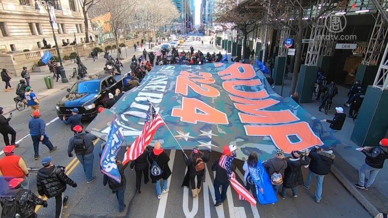 紐約五大道巨型挺川旗幟遊行 上千警察戒備