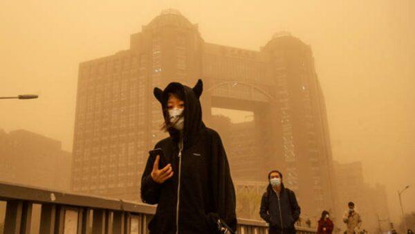 沙塵暴捲「土」重來  北京再現「藍太陽」