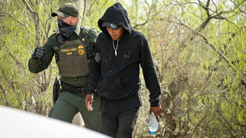 美國邊境危機 3月份抓捕15萬非法移民