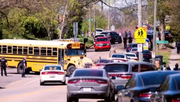 田纳西州一高中爆枪击 1死1警伤1人落网