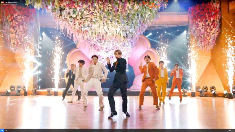 BTS日文曲《Film Out》空降告示牌數位榜冠軍