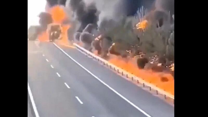 陕西高速上柴油罐车爆炸起火 现场浓烟滚滚