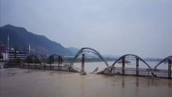 河南灵山寺在建大桥坍塌 官称水势过大所致(视频)