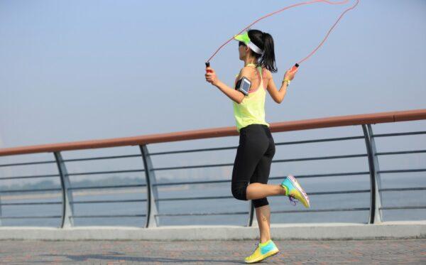 跳绳燃脂效率超高 短短30分钟小腹、臀腿全瘦到