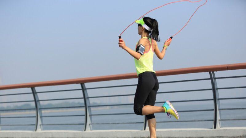 跳繩燃脂效率超高 短短30分鐘小腹、臀腿全瘦到