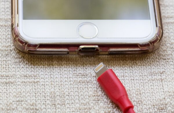 為甚麼現在的手機無法更換電池?