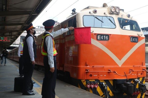 太魯閣號事故頭七 台鐵全線列車同步鳴笛5秒(視頻)
