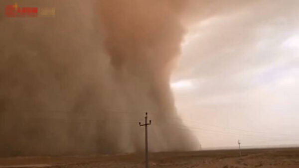 沙塵暴再襲中國 「吞噬」城市恐怖畫面曝光(視頻)