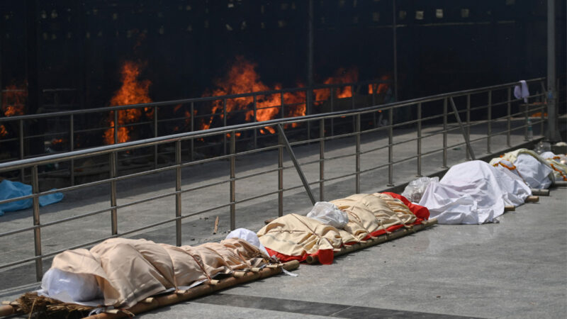 印度尸体排长队等火化 总理婶婶也死于中共病毒