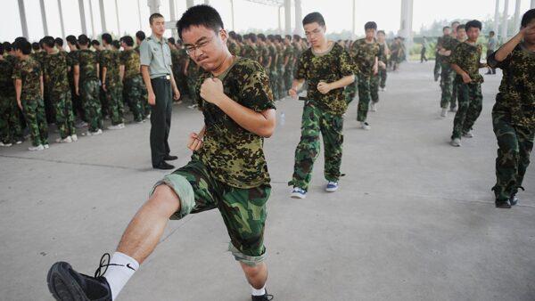 高中生也备战打仗?中共下令军训3年至少56堂课