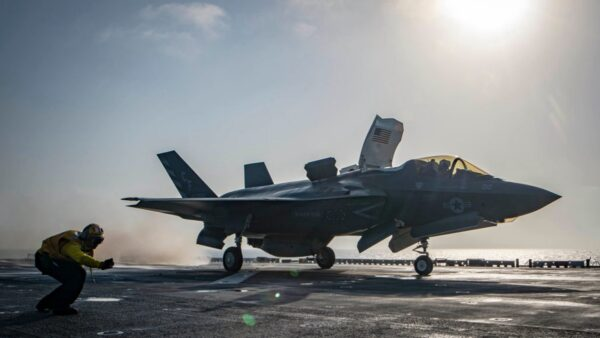 美军首秀F-35B隐形战机新技能 陆媒惊呼:巨大威胁!