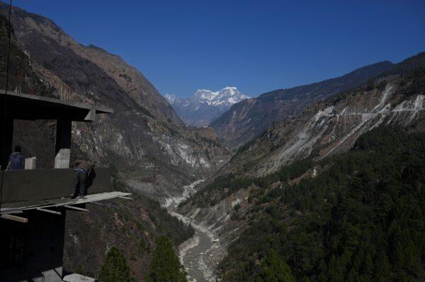 印度邊界雪崩活埋2營地 至少10死38人失蹤