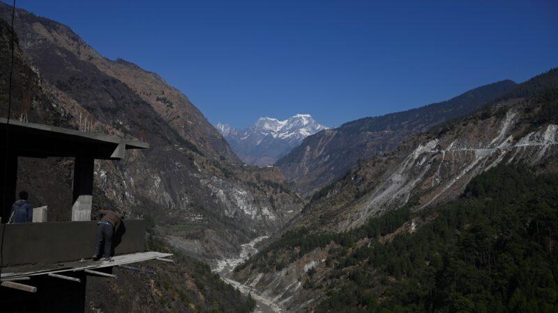 印度边界雪崩活埋2营地 至少10死38人失踪