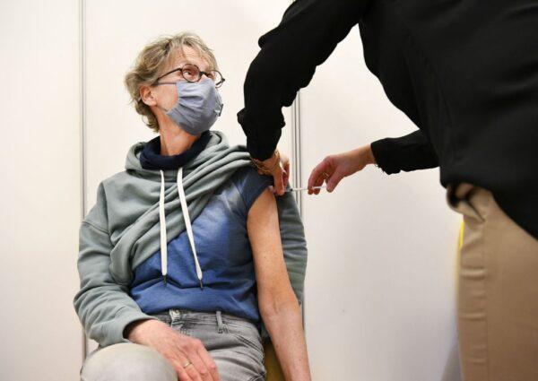 一女接種AZ疫苗猝死 荷蘭宣布60歲以下停打
