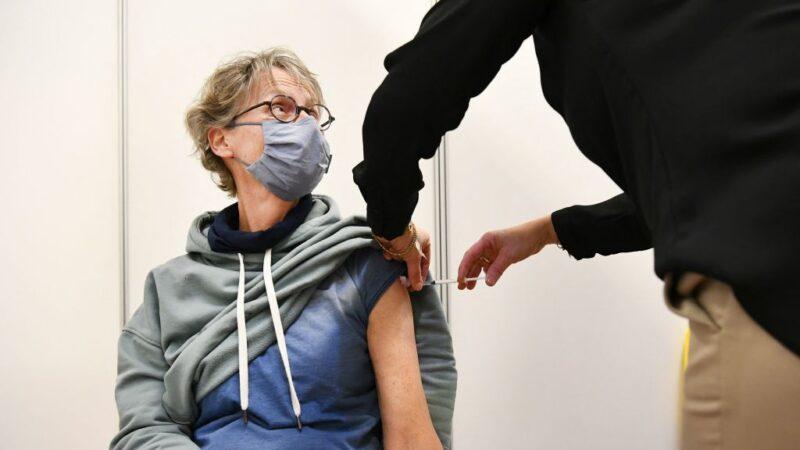 一女接种AZ疫苗猝死 荷兰宣布60岁以下停打