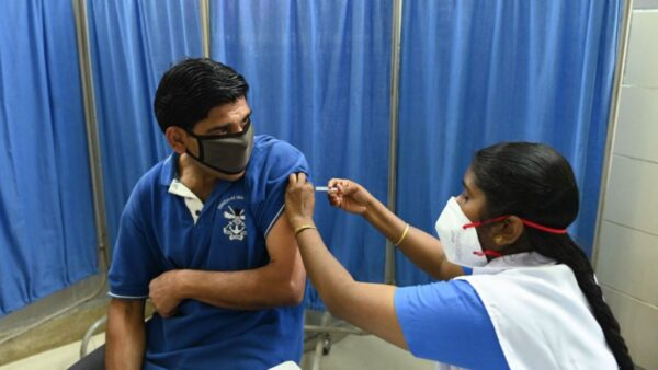 已接种两剂疫苗 印度一医院37名医生仍感染