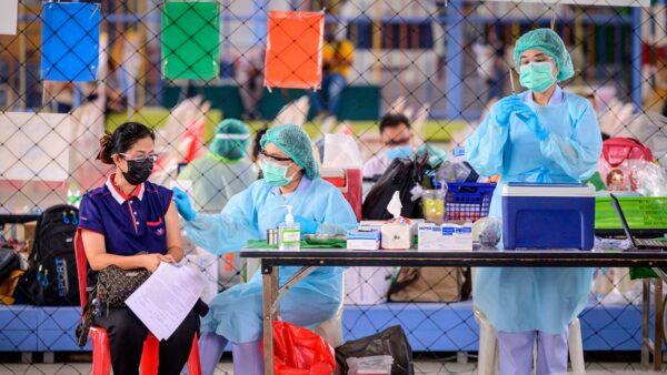 """中国逾2亿疫苗接种""""零死亡""""?知情者揭内幕"""