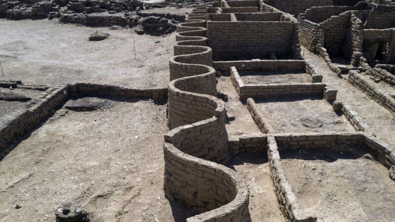 """距今3000年 埃及""""失落黄金城""""重见天日"""