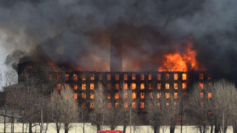 俄羅斯180年紅磚古蹟失火 強風助燃已知1死2傷(視頻)
