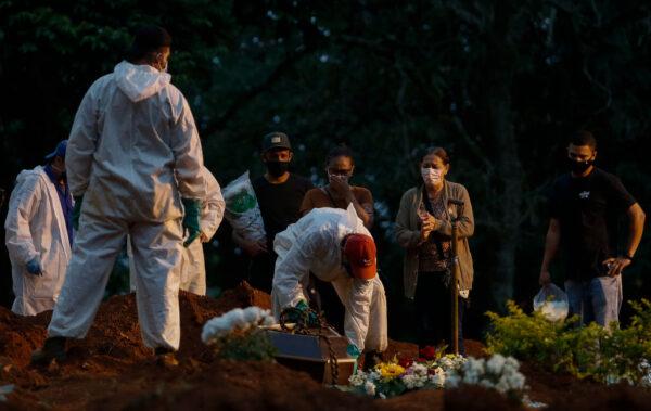 疫情严酷 巴西4月至今近7万人染疫不治