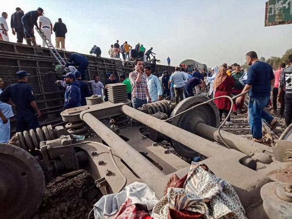 埃及驚傳列車脫軌傾覆 釀11死98人傷(視頻)