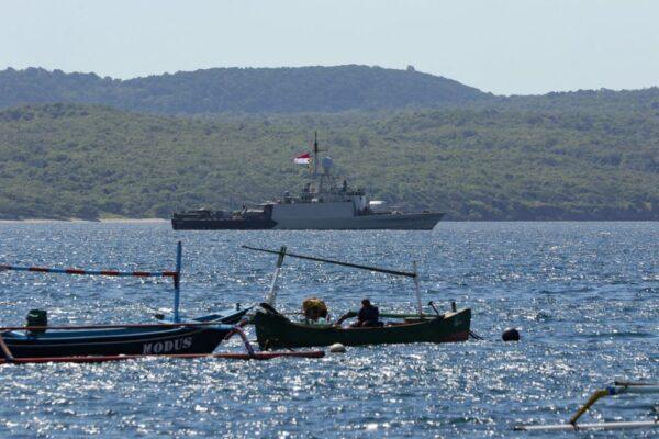 氧气快耗尽 搜救印尼失联潜舰与时间拔河