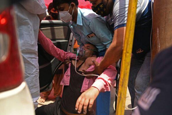醫療資源崩潰 印度患者買不起氧氣只能等死