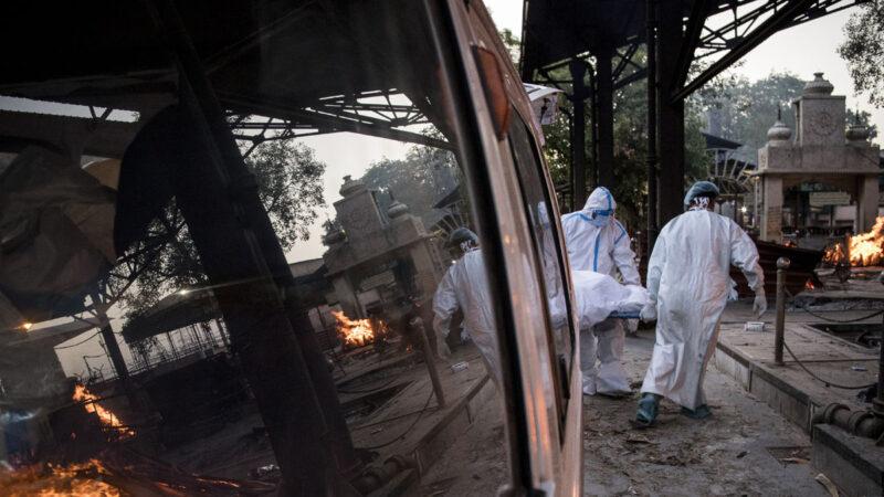 印度疫情肆虐 救护车塞22遗体 17国现变种毒株