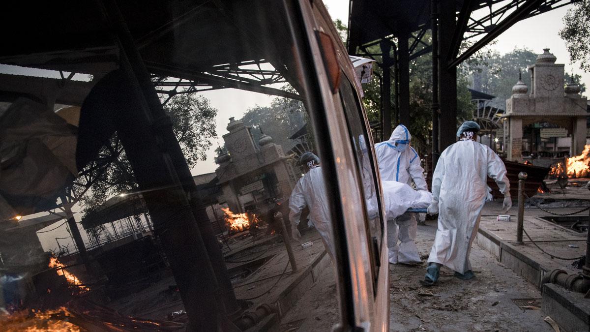 [新聞] 印度疫情肆虐 救護車塞22遺體 17國現變種