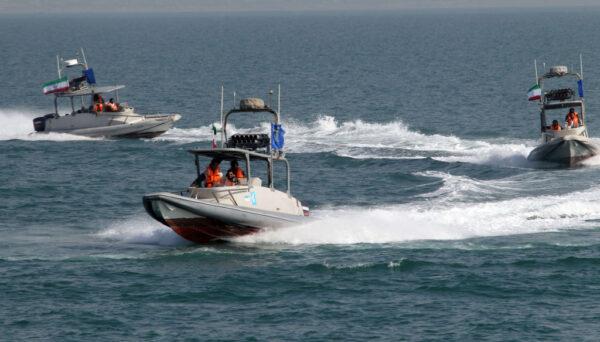 伊朗3艘快艇逼近挑衅 美军船舰开火示警