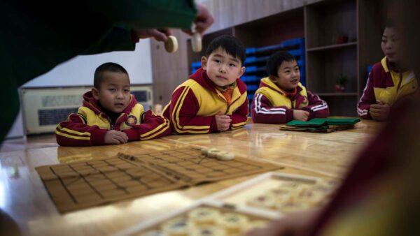 武汉4岁男童坚称生殖器被老师剪伤 官方否认