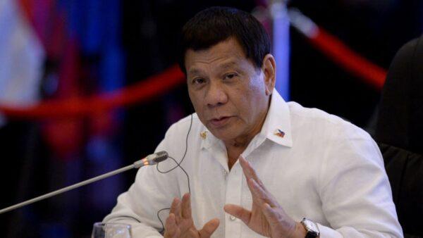 中共船入侵激怒菲律賓 菲總統警告:恐擦槍走火