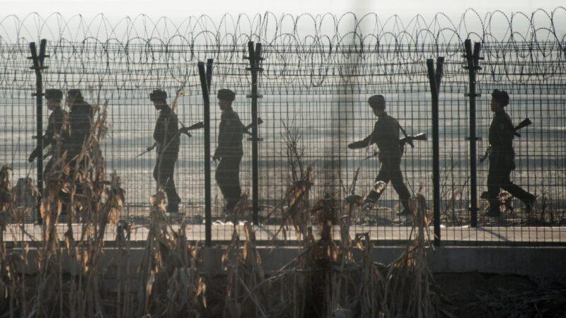 """朝鲜承认经济困难 称准备再次""""苦难行军"""""""