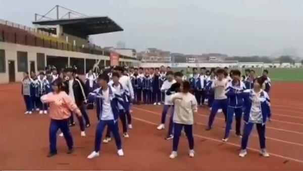 文革回潮:大陸中小學開跳「忠字舞」(圖)