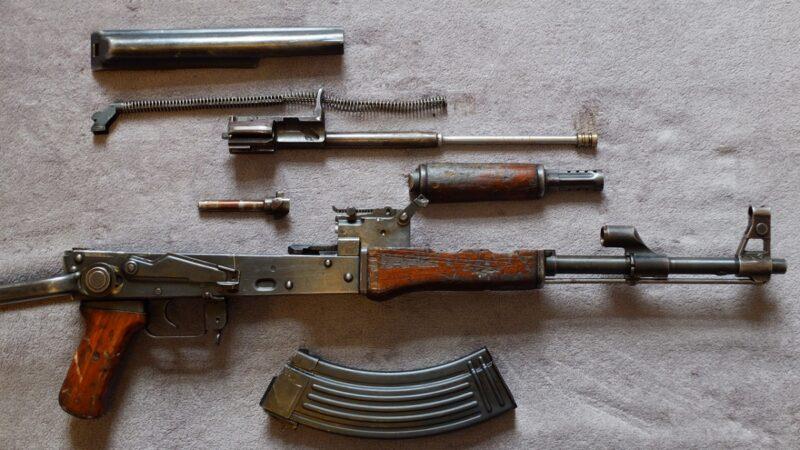 江西政法高官落馬 傳抄出2億元和AK47衝鋒鎗