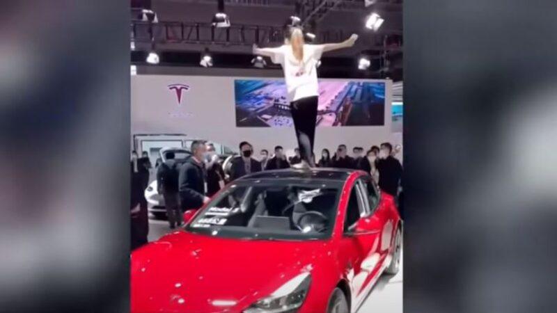 特斯拉批上海车展闹场女背后有人 新华社威胁车企