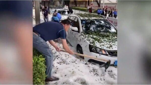 云南天气骤变降暴雨冰雹 街道变冰河(视频)