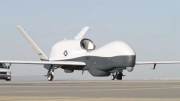 瞄准中共 美军MQ-4C无人机首次部署日本