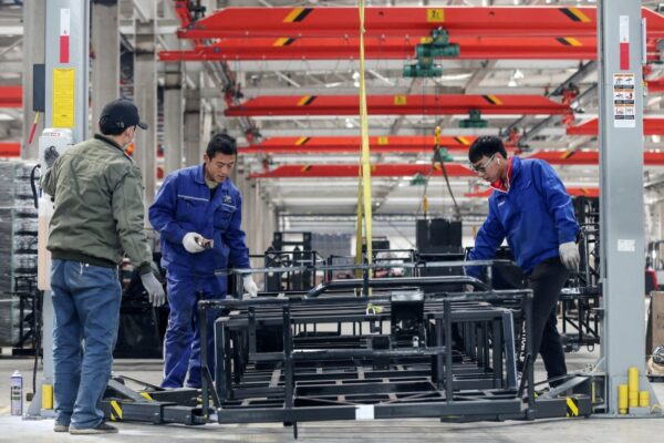 驳中共言论 前外交官:是人民使中国经济发展