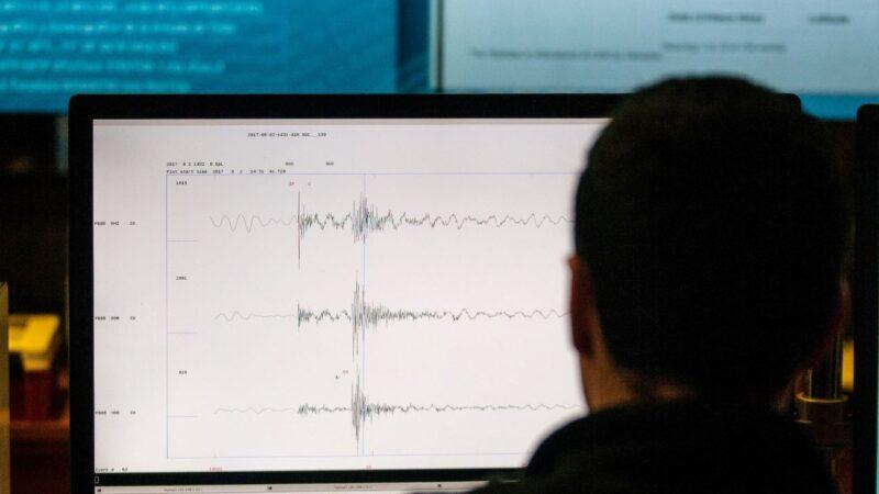 手掌大小 加州高中生研發出高精度地震儀