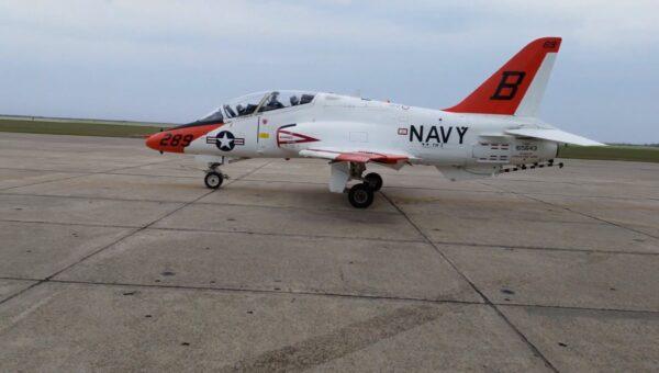 美两架教练机空中相撞 飞行员弹射逃生1人轻伤