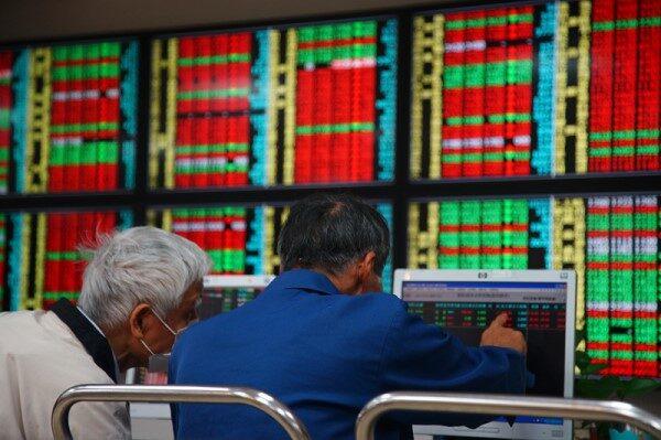 史上最大涨点 台股大涨792点收复万六