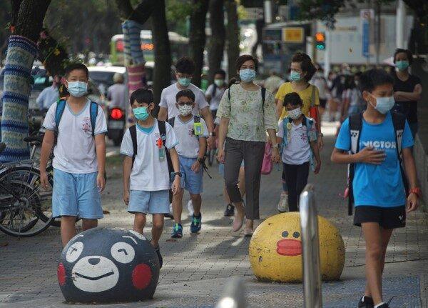 台北新北高中以下明起停课至28日 安亲班补习班全停