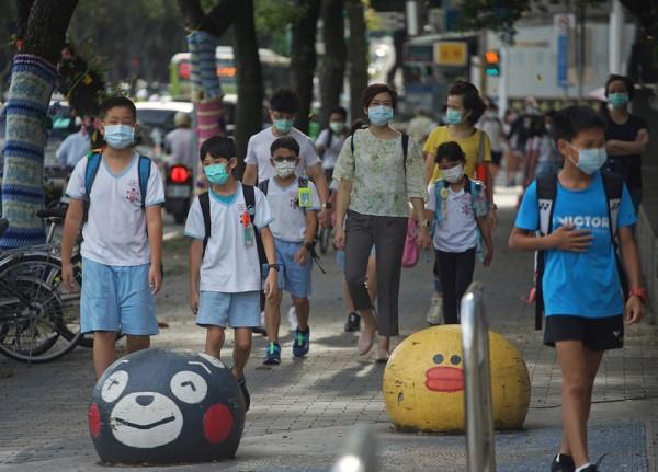 台北新北高中以下明起停課至28日 安親班補習班全停