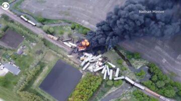 满载化肥易燃物 美列车约20个车箱出轨起火