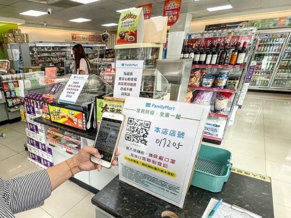 未戴口罩遭规劝 超商顾客爆打店员致伤送医(视频)