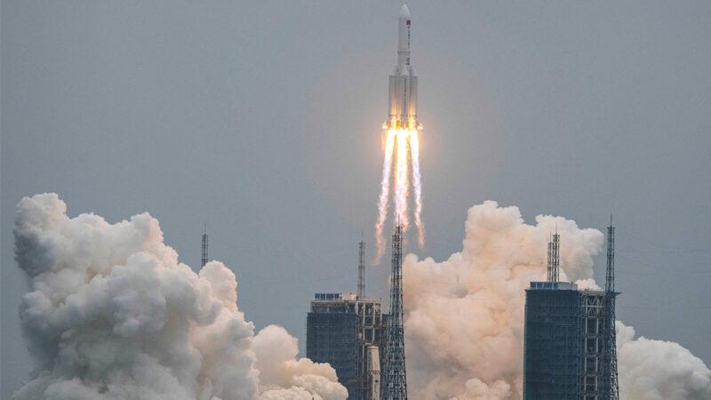 中共長征5B火箭正失控墜落 天文學家:非常不正常