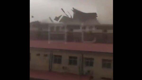 邯郸狂风暴雨风云变色 树倒屋摧一片狼藉(视频)