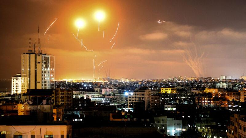 哈马斯发数十枚火箭弹袭击 以色列启动军事行动
