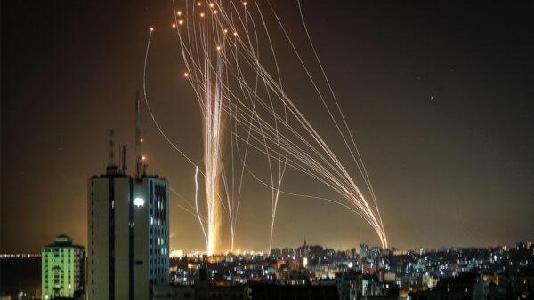 以色列處最高戒備狀態 「鐵穹」全力攔截火箭彈(視頻)